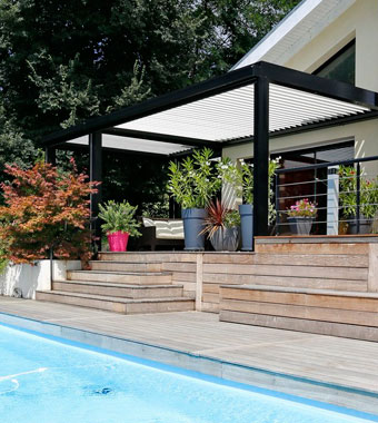 High End: BIOSSUN Pergola 230 als Terrassenüberdachung am Pool